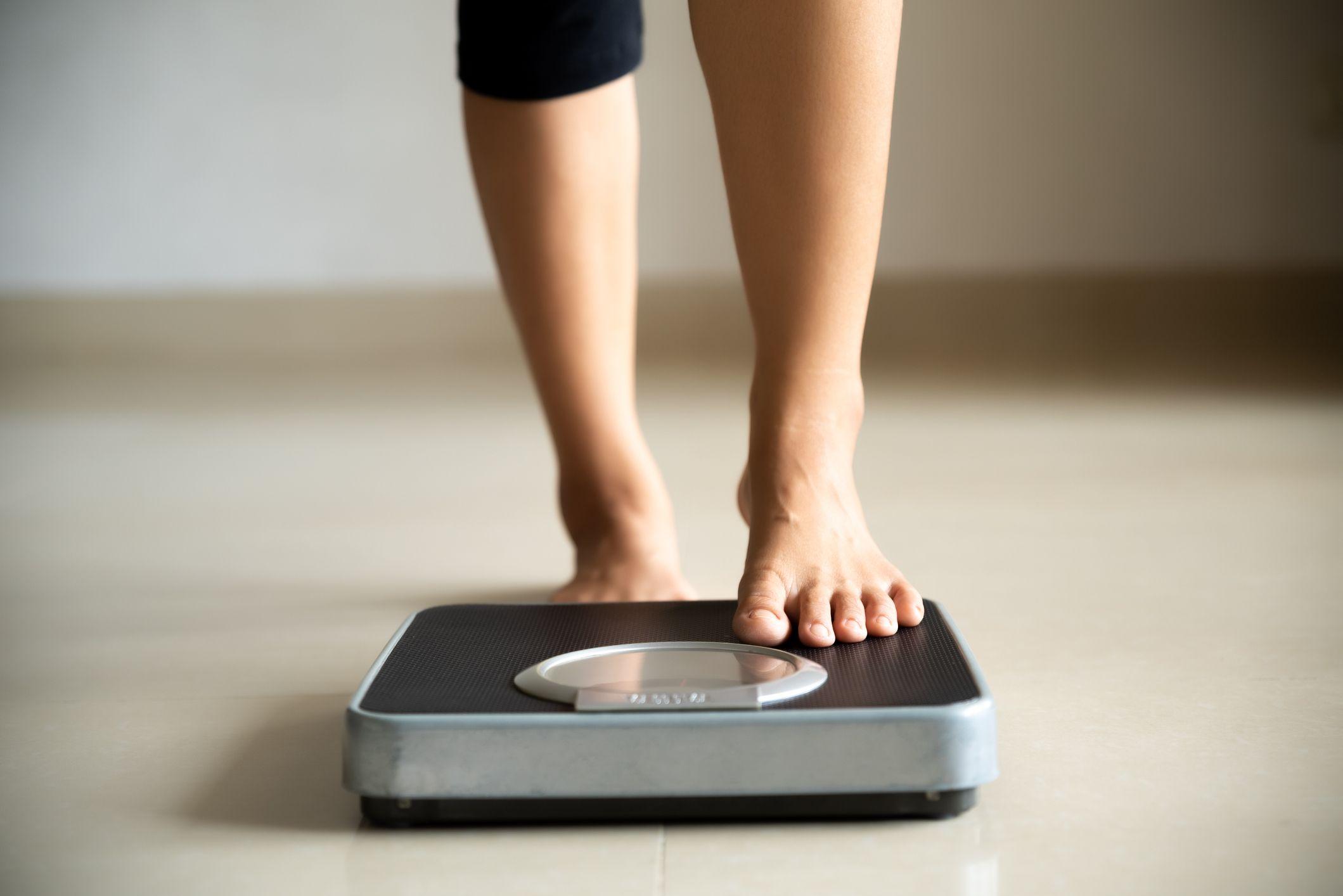 Pourquoi lever lourd et manger plus est le meilleur moyen de perdre de la graisse ?