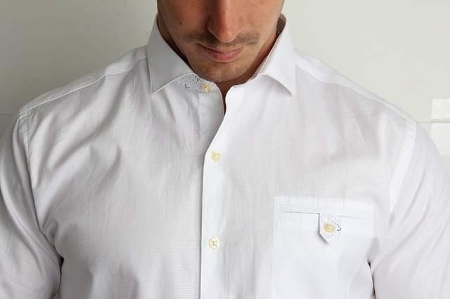 comment enlever les taches de graisse de la chemise