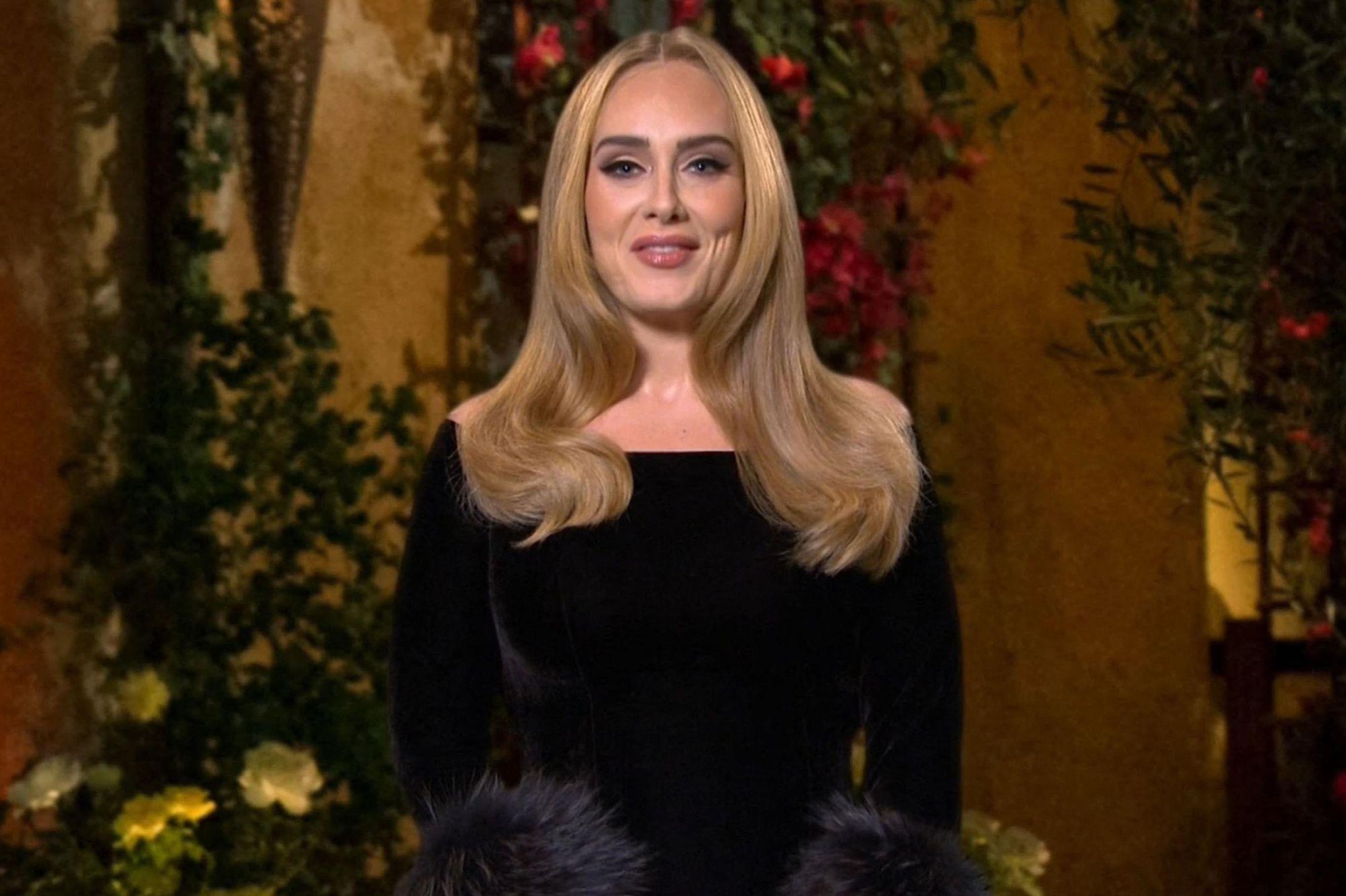 """Adele et sa blague rigolote sur son poids : """"Je n'ai apporté que la moitié de moi"""" - Gala"""
