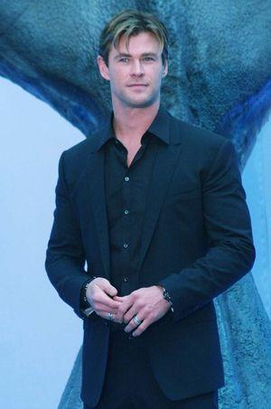 Chris Hemsworth transformé après sa perte de poids spectaculaire ! (Photos)