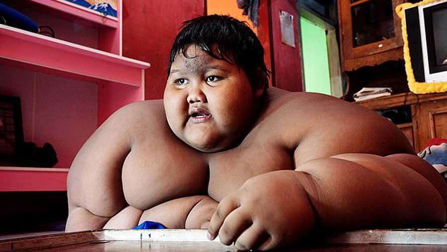 grand garçon après la perte de poids