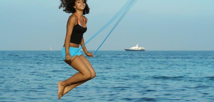 Faire de la corde à sauter pour perdre du ventre