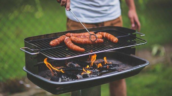 enlever la graisse du barbecue des pavés