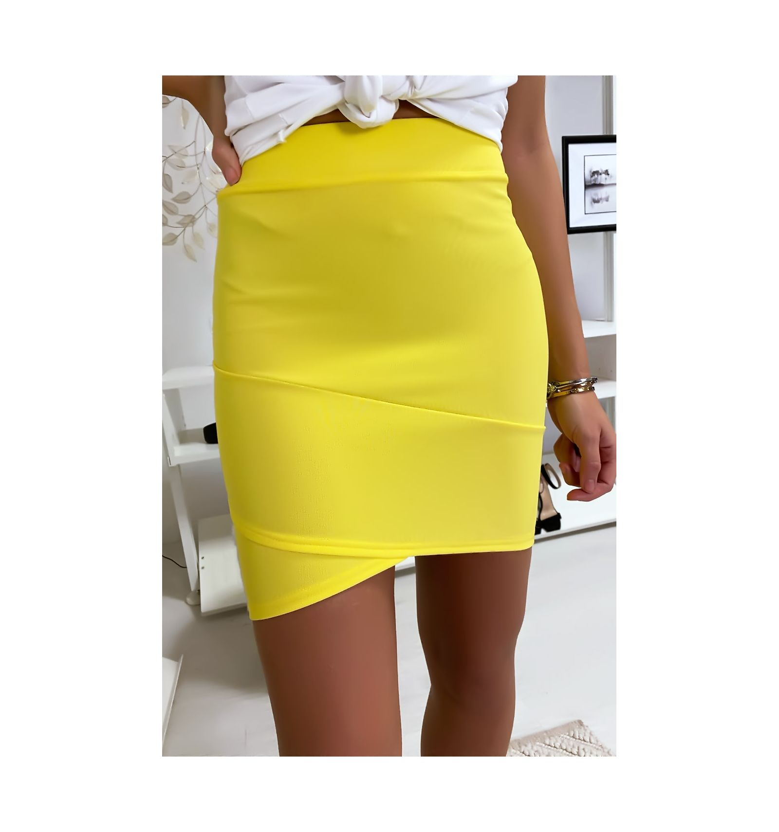 Comment choisir ? Quelles jupes (courtes, longues ou mini-jupes) porter quand on a du ventre ?