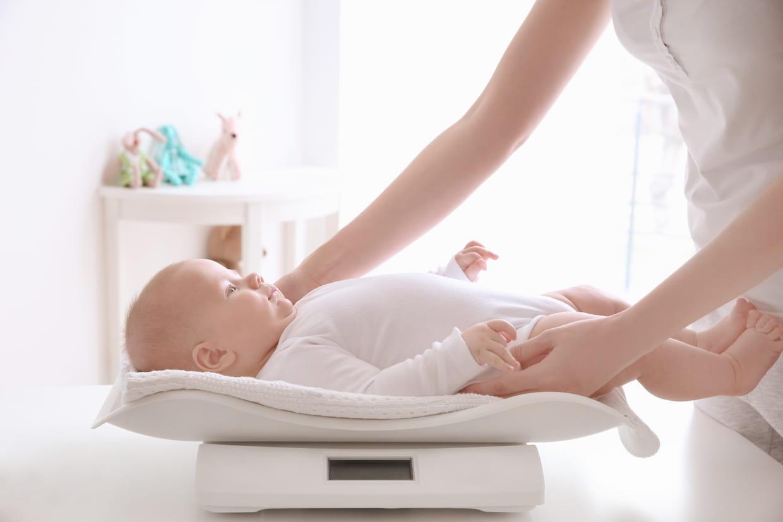 Perte de poids du nouveau-né allaité et pratiques en salle de naissance | Co-naître